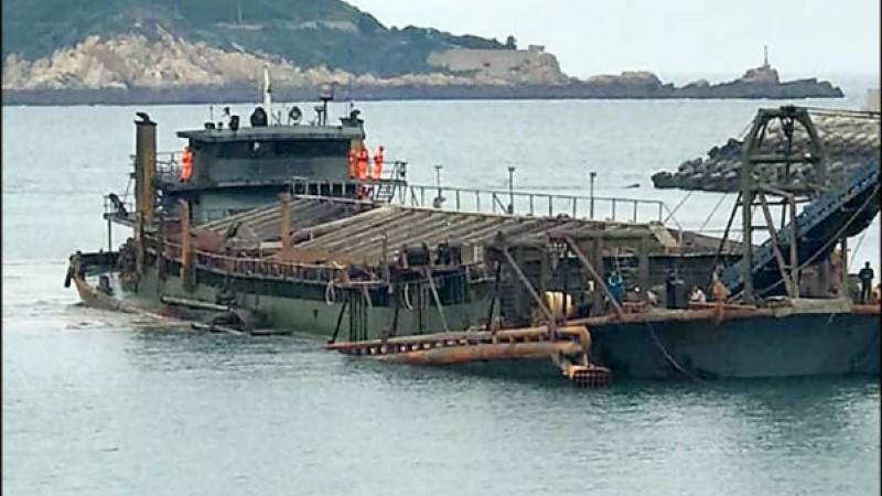 中國抽砂船頻盜採「台灣灘」海砂 內政部推動修法加重刑度